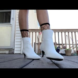 Shoes - White Veronica Booties sz 8